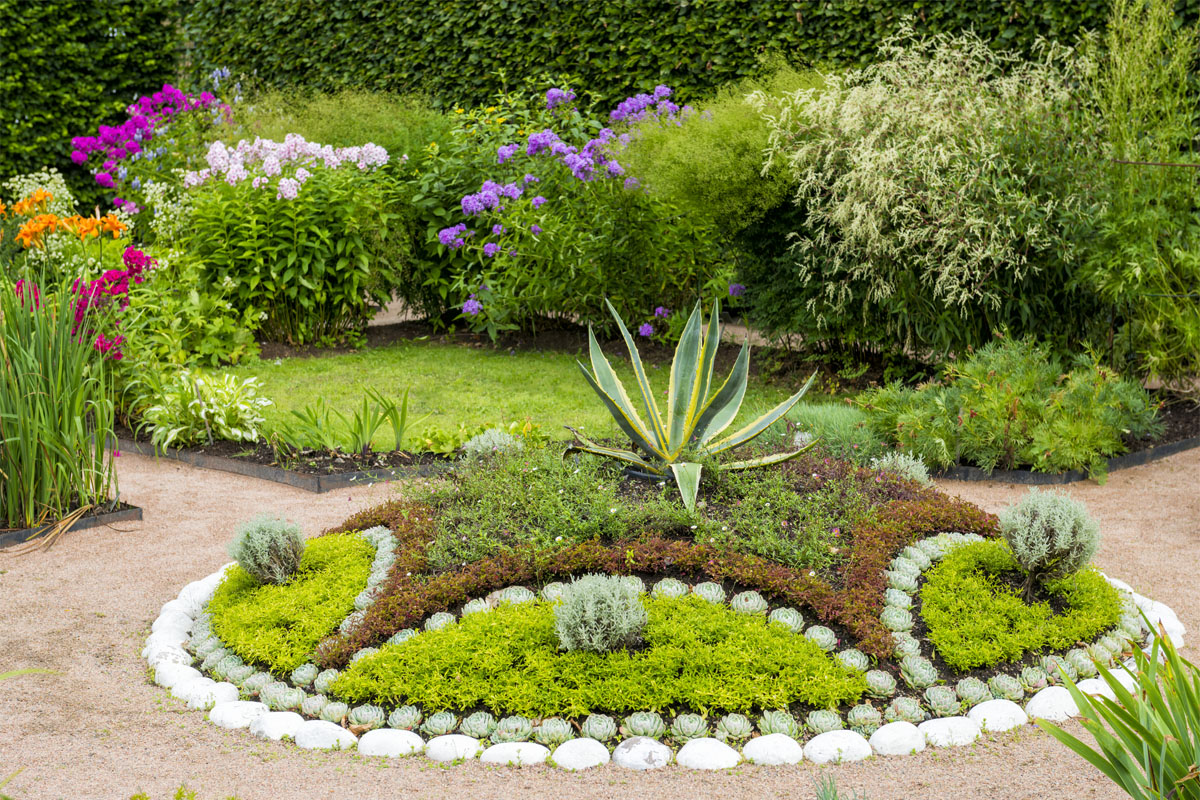 4 simple tips to enrich a garden with dry landscaping for Landscape flowers and plants