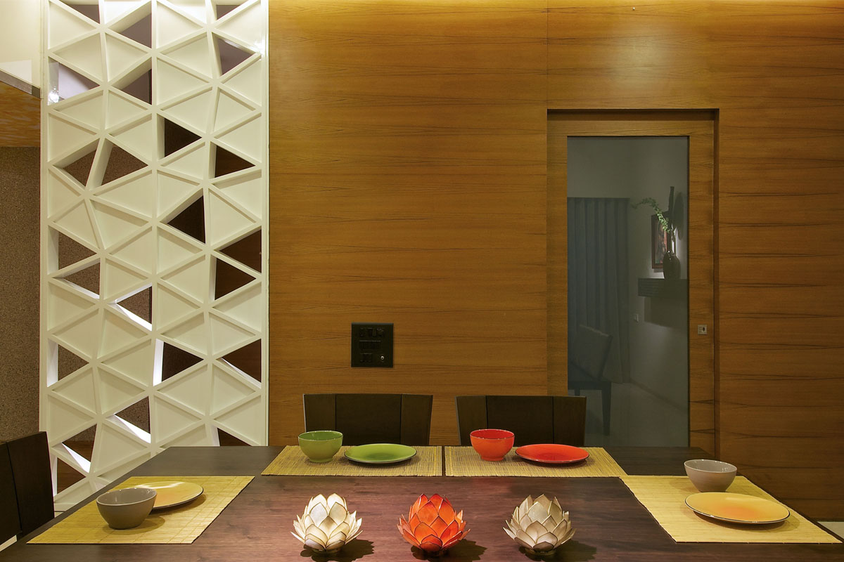 Breaking design barriers homeonline for Back painted glass design